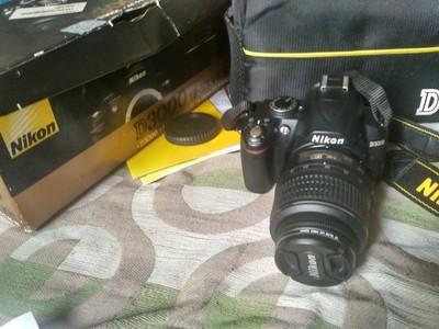 尼康d3000 单反相机99新箱说全 带防抖镜头8g卡 包
