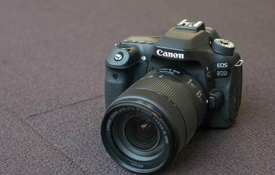 佳能 80D单反相机可搭配18-135/15-85/24-105/18-200等定焦镜头