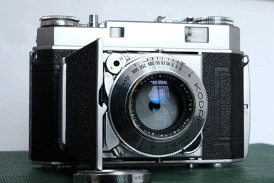 柯达Retina IIa旁轴相机,罗顿斯德Heligon50 f2镜头,遮光罩