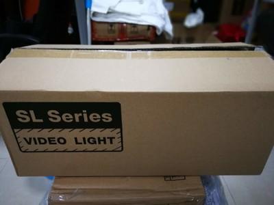 两只神牛SL200W摄影灯