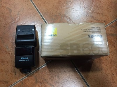 尼康 D200   24-120F3.5-5.6G/IF   原装手柄   SB600闪光灯 全部