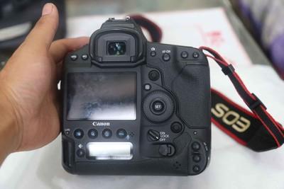 出一台佳能 EOS-1D X单反相机
