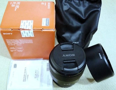 索尼 FE 85/1.8 全幅微单镜头 行货全套包装