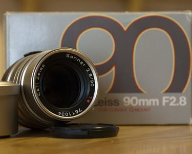 90/2.8定焦镜头,带原装遮光罩、包装