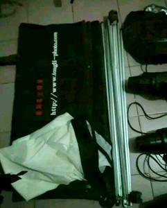 金鹰影室灯 400e2个 300e一个 台湾统立2*1米灯箱