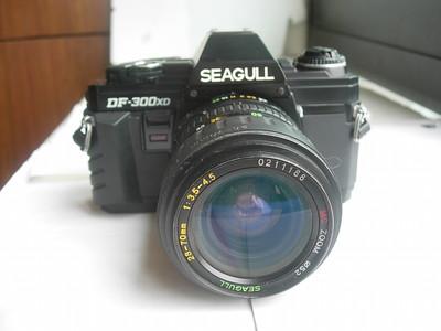 很新海鸥DF300XD单反相机带28--70mm镜头,有日期后背,收藏使用