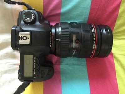 学生转佳能5D Mark II,24-70 F2.8镜头,手柄,580和560闪光灯