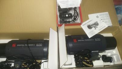 金贝DPIII-600金贝闪光灯两盏,带配套支架,一共1000元