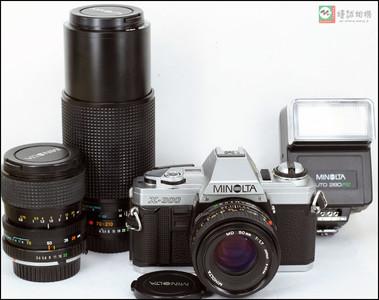 美能达X-300胶片机身带3只镜头及闪光灯