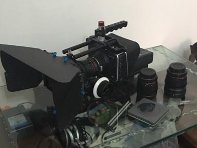 电影摄影机BMPC4K全套转让(整套含镜头、挑杆话筒、丰富附件等)