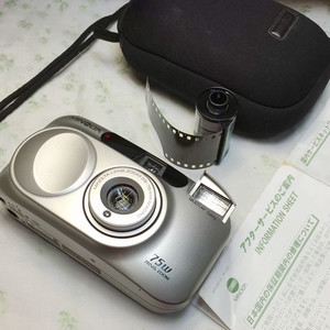 Roc___399元Minolta/美能达 75w RIVA ZOOM 135胶片傻瓜相机ps