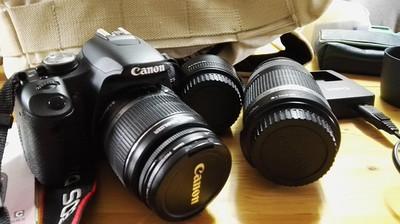 500D+18-55镜头,另配50/1.8 和55-250 两个镜头 均配置UV镜
