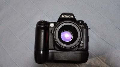 成色非常好的尼康F80带电池手柄