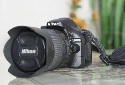D5200套机(18-105mm)二块电池,UV镜偏振镜各一只,单买镜头1000元