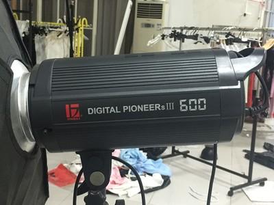 【闲置】金贝 DPSIII-600W 影视闪光灯,送架子 柔光箱 引闪器