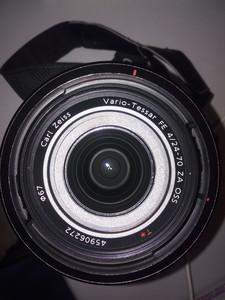 出 索尼 Vario-Tessar T* FE 24-70mm F4 ZA 。附赠遮光罩,相机包。