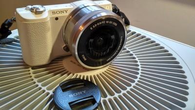索尼 ILCE-5100 索尼a5100自用白色微单裸机,配件全,九成新