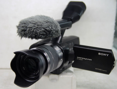 95新索尼 NEX-VG20E高清数码摄像机(配18-55镜头) 可回收置换