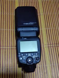 永诺YN600EX-RT闪光灯转让(带八节电池)