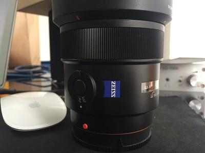 索尼 Distagon T* 24mm f/2 SSM(SAL24F20Z) 成色极好,有包装