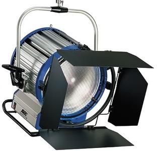 阿莱型2k聚光灯一个,1k两个,延长线两根