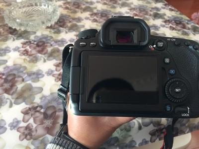 出售二手佳能80D带镜头18-135镜头