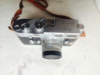 出一台Leica M3及镜头