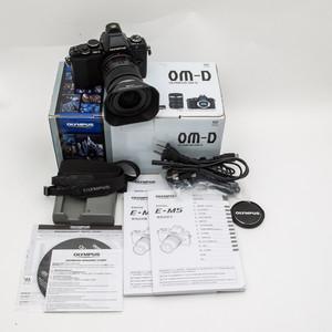 奥林巴斯E-M5+12-50套机 (机身:8883镜头:7965)