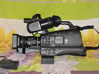 松下 AG-HMC83MC 摄像机