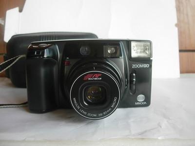 极新美能达90早期经典袖珍相机,外形很大,送原配皮套,收藏使用