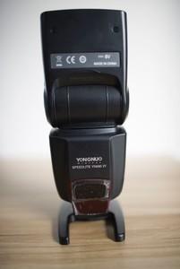 99新永诺YN-560 四代闪光灯 58指数 可变焦/光控/带电池盒接口