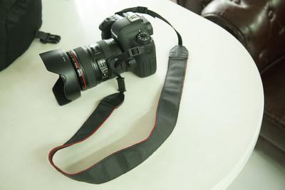 个人诚心出  6D+24-105镜头+ UV  电池 等配件 9500元。