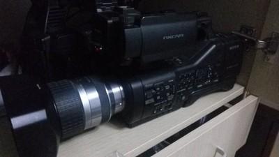 索尼EA50全高清摄像机 可换镜头