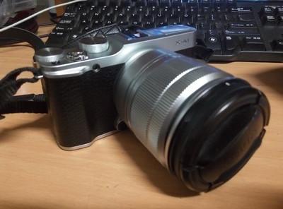 富士 X-A1 银色套机  外加CCTV人像镜头 和8G内存卡
