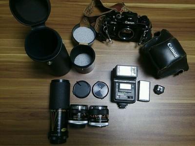 Canon F1 大全套,所有东西都在图片中。