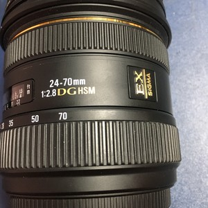 适马 24-70mm f/2.8 EX DG MACRO (佳能口)