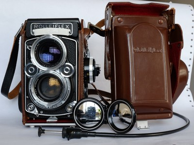 新净中期黑脸禄来Rolleiflex 2.8F双反,原厂皮套、镜头盖和肩带