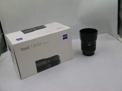 出售 95新 卡尔·蔡司 Touit 32mm f/1.8 富士口 包装齐全