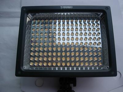 很新永诺LED摄影灯