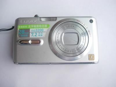 很新松下FXO7数码相机,有28mm广角,光学防抖功能