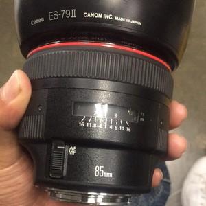 价格实惠佳能 EF 85mm f/1.2 L II USM(大眼睛)也可以换小白二代
