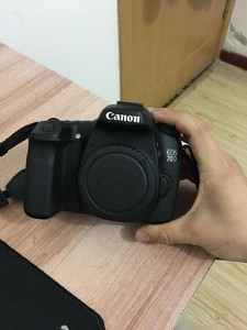 急用钱!99新佳能 70D+小痰盂+32G闪迪卡+相机包4200¥出售