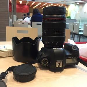 佳能 EF 24-70mm f/2.8L USM  88新,有明显 划痕和使用痕迹