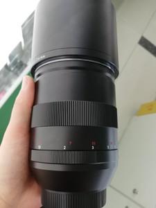 出一支成色非常新的卡尔·蔡司 APO Sonnar T* 135mm f/2 ZE