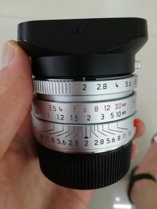 出一支成色99新的徕卡银色 Summicron-M 35 mm f/ 2 Asph