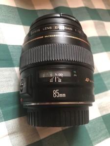 佳能85 1.8镜头EF 85mm f1.8 USM 带遮光罩和UV镜片