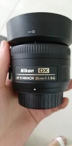 出一支99新的尼康 AF-S DX 尼克尔 35mm f/1.8G