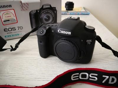 佳能 95新相机及大光圈防抖变焦镜头