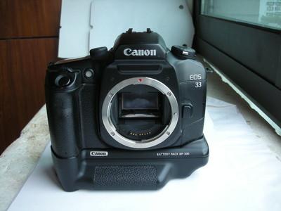 很新佳能EOS33经典单反相机带原配手柄电池盒,收藏使用