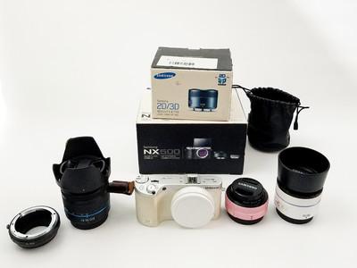 成色很新的白色三星NX500微单相机全套 三个微单镜头 带闪光灯